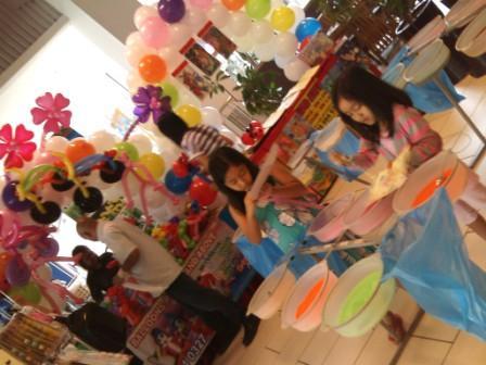 Ballons and Sandart Kiosk at Ikano