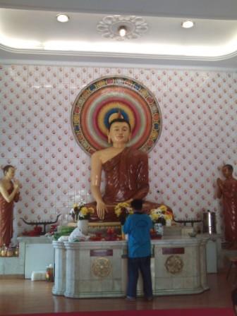 Buddhist Maha Vihara in Kuala Lumpur- shrine hall