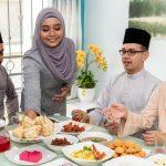 Datuk Sharifah Aini- Suasana Hari Raya lyrics with English Translation